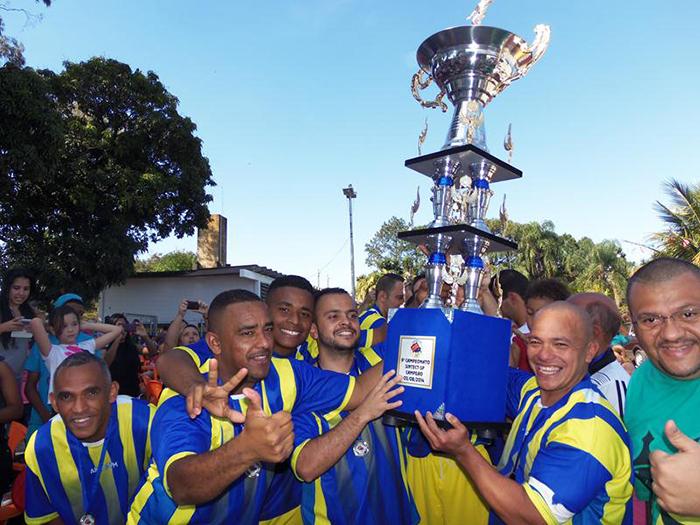 Chega Junto de Vila Maria recebe o trofeu de campeao